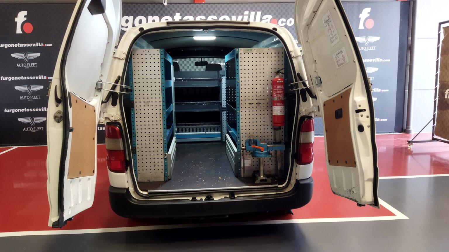 Furgoneta de segunda mano vehiculo taller movil toyota hiace