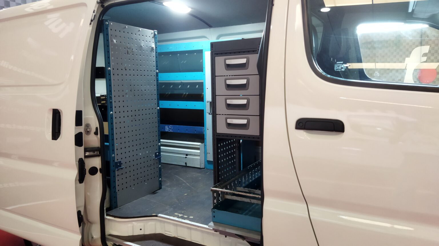Vehiculo taller movil toyota hiace